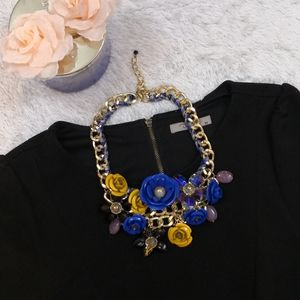NWOT Flower Necklace